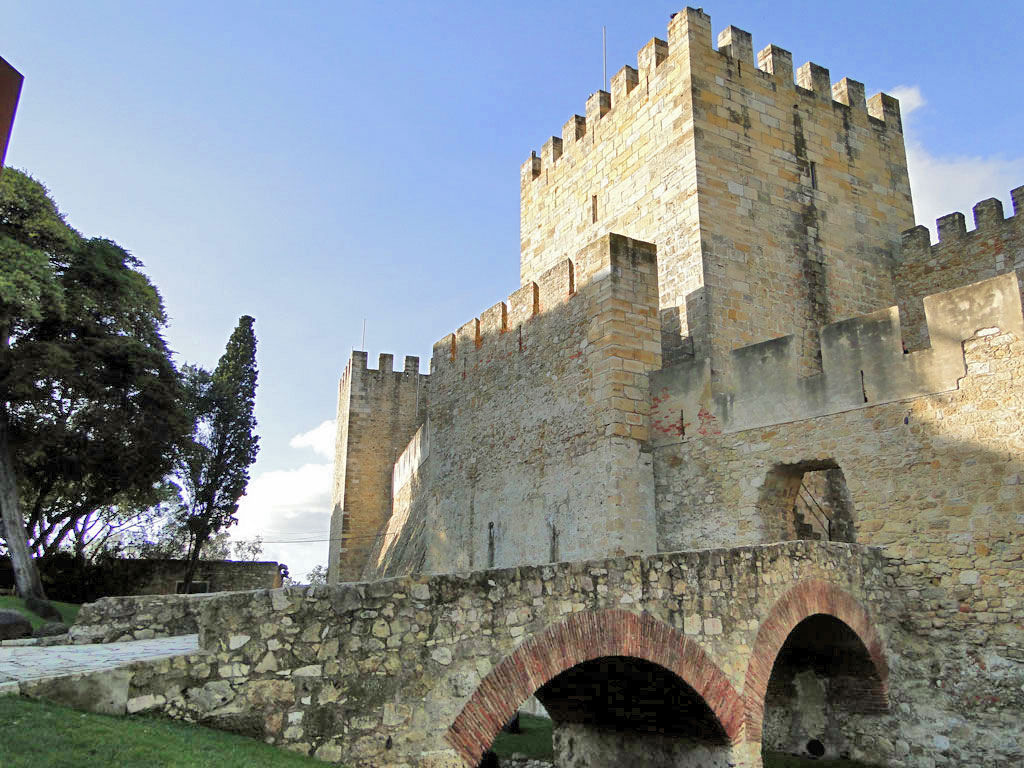 Entrance to Castelo de Sao Jorge from Gardens