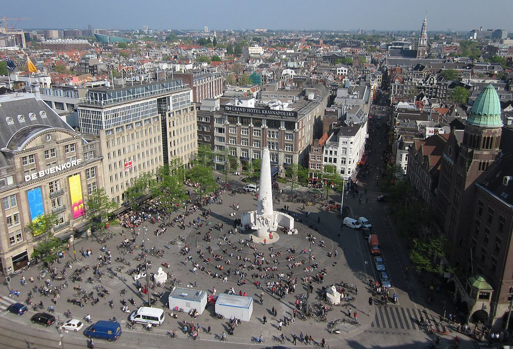 You must see dam square de bijenkorf national monument if for Dam in amsterdam