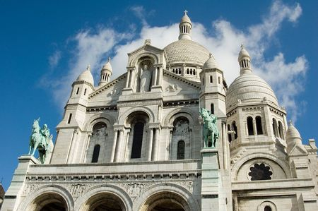 Sacre Coeur statuse above main entrance