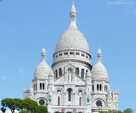 Sacre Coeur white basilica front